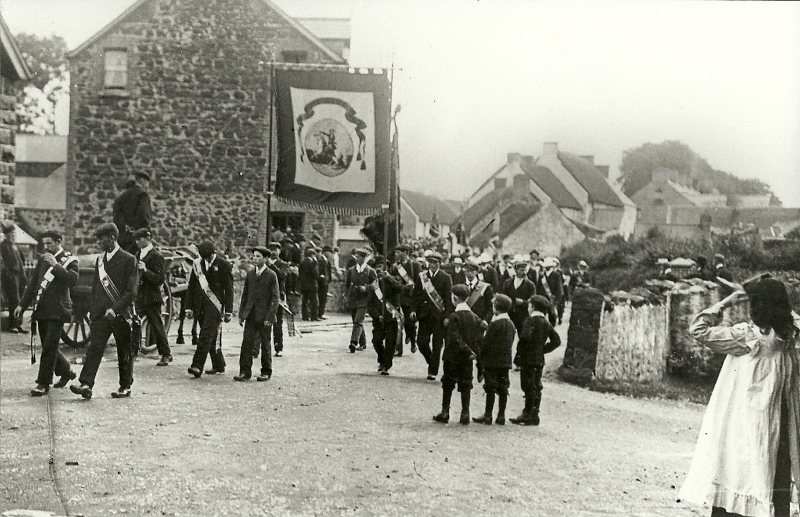 photo-58-parade-in-cullybackey-1904-3