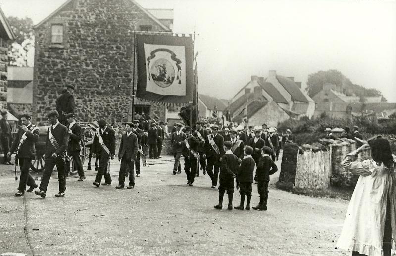 photo-58-parade-in-cullybackey-1904-3